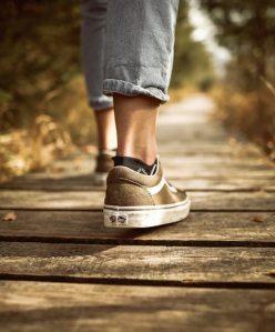 Person som går en promenad